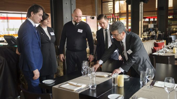 Cursuri pentru servicii de restaurant. FOTO UHI