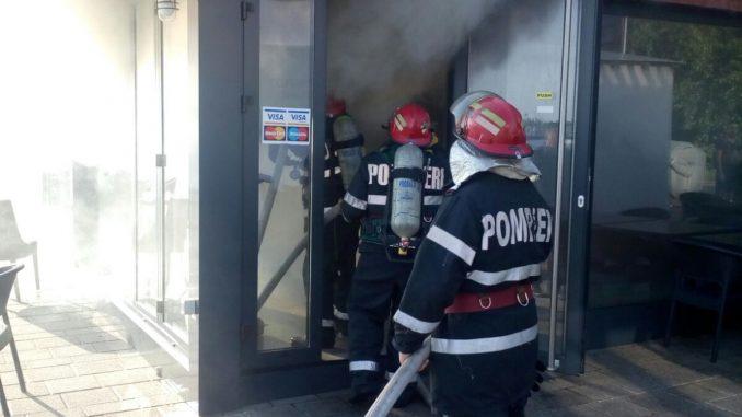 Incendiu la o terasă. FOTO ISU
